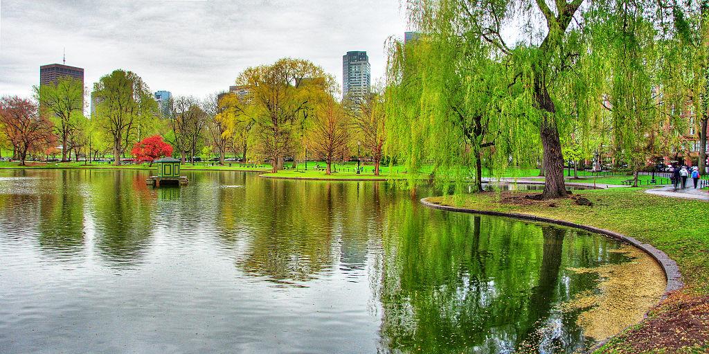 1024px-Boston_Public_Garden_panorama