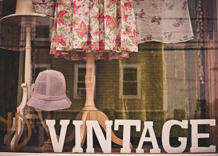 6 Beginner Tips for Vintage Jewelry Hunting