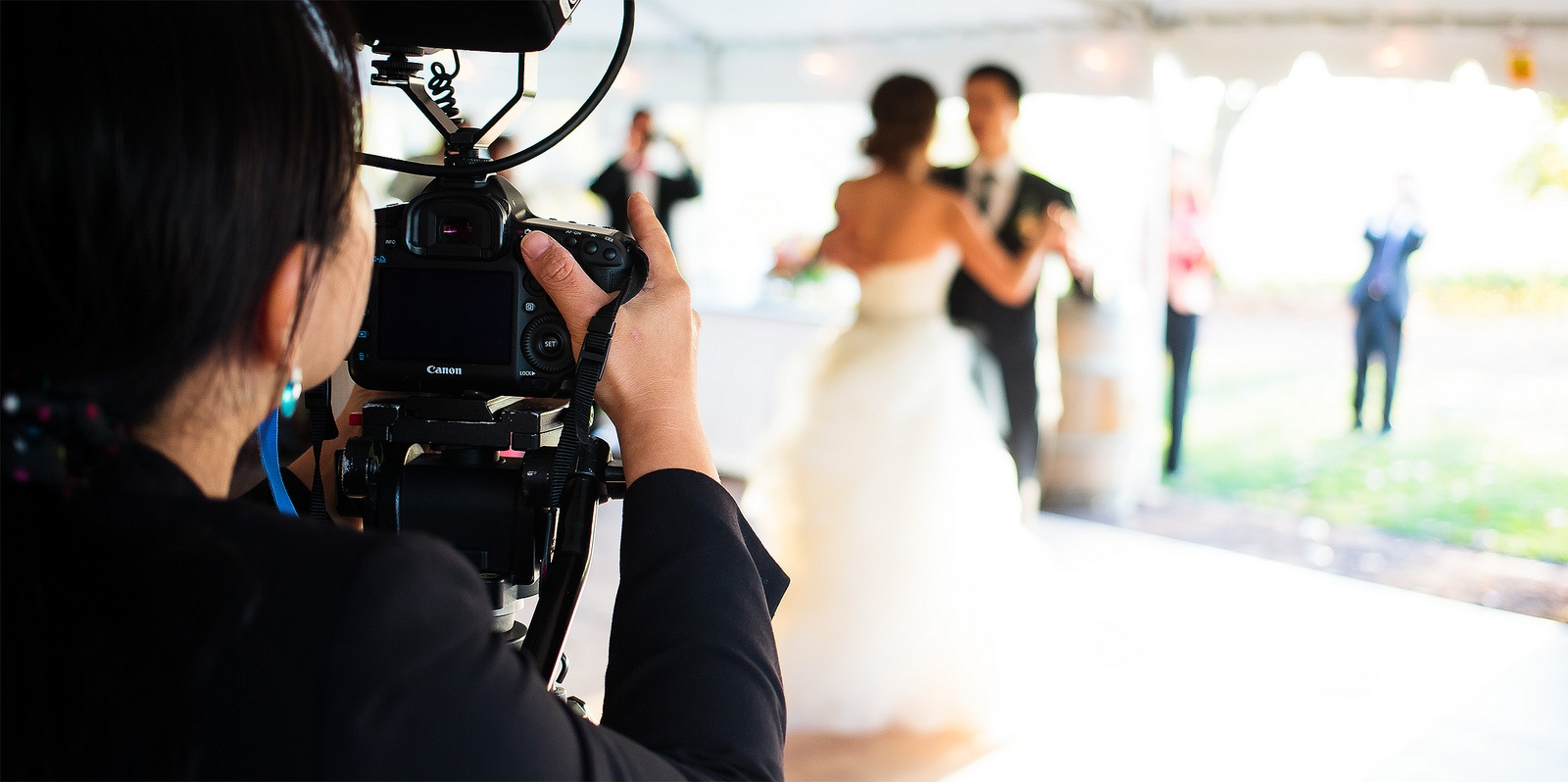 5 Tips For Choosing The Right Videographer For Your Wedding